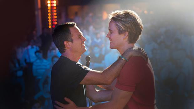 「glee/グリー」ライアン・マーフィーによるミュージカルの映画化に豪華キャストが集結