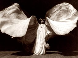la-danseuse-loie-fuller_00