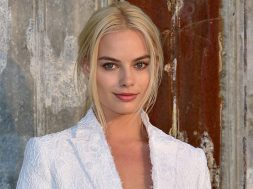 margot-robbie-first-look-warner_00