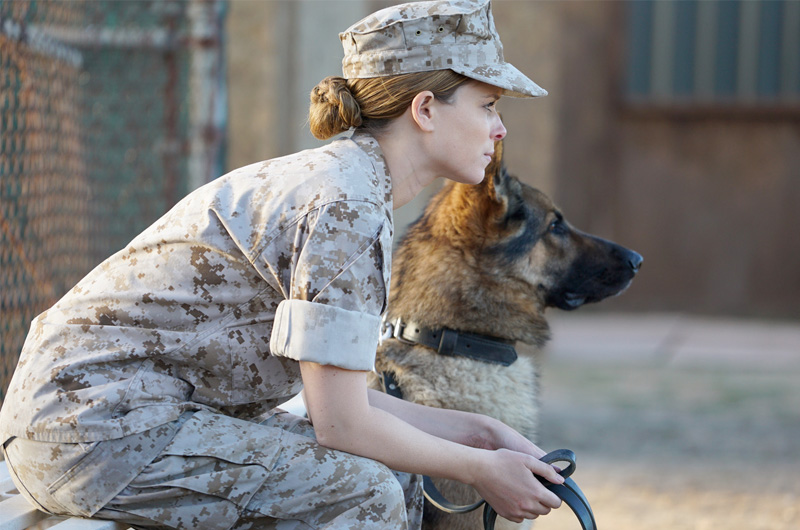 イラクで爆弾除去に活躍した女性兵士と軍用犬の交流を描く、ケイト・マーラー主演『Megan Leavey』