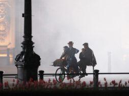 mary-poppins-returns-buckingham-palace_00