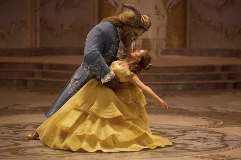 『美女と野獣』のベルに扮した5歳の女の子のはじめての父娘ダンスでパパの代わりを務めたのは…