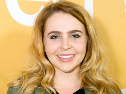 valley-girl-mae-whitman_00