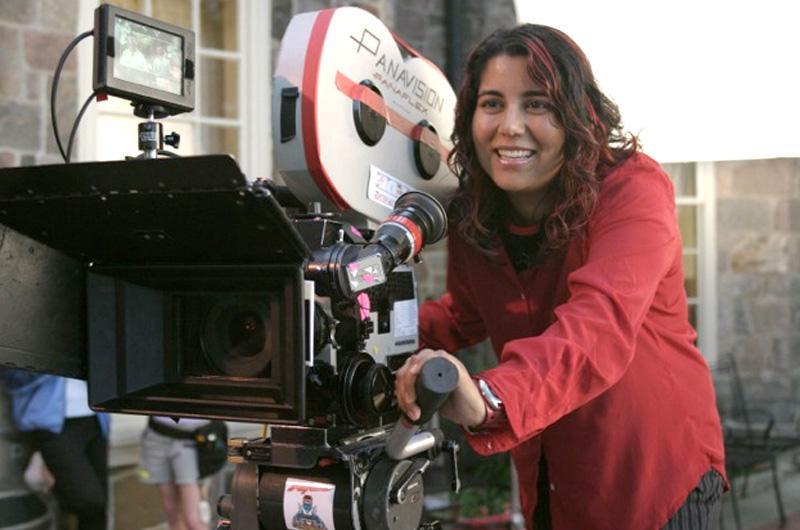 エマ・トンプソン&ミンディ・カリング共演『Late Night』の監督がインド系女流監督ニシャ・ガナトラに