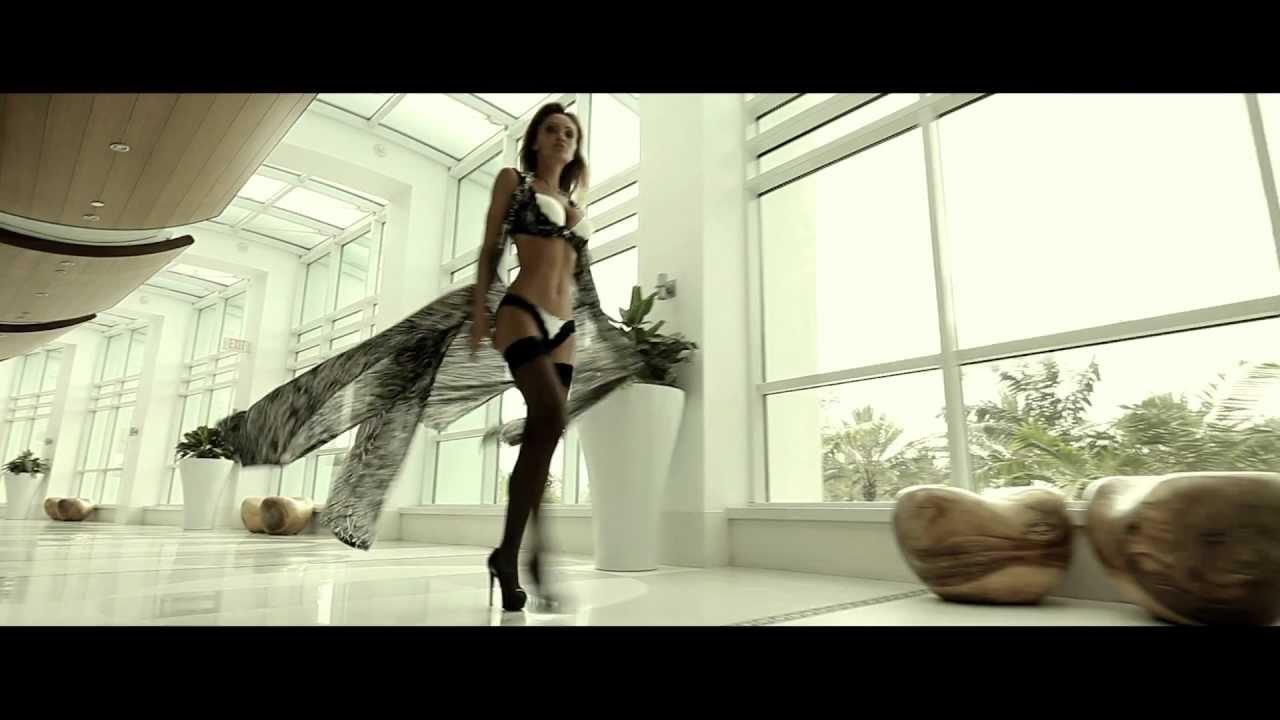 ロシア人モデルが1人4役をこなしたアクション映画『The Serpent』予告編の音問題