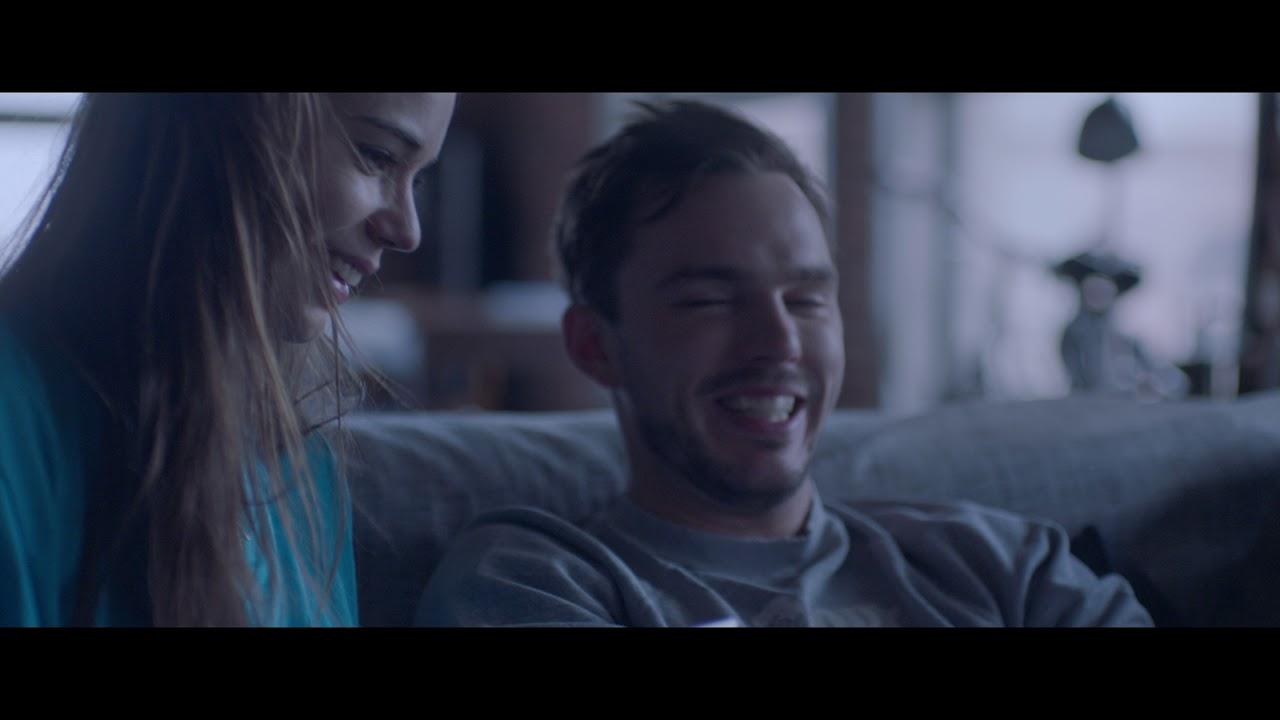 ライア・コスタ&ニコラス・ホルト共演、出会い系アプリで出会った男女を描く『Newness』予告編