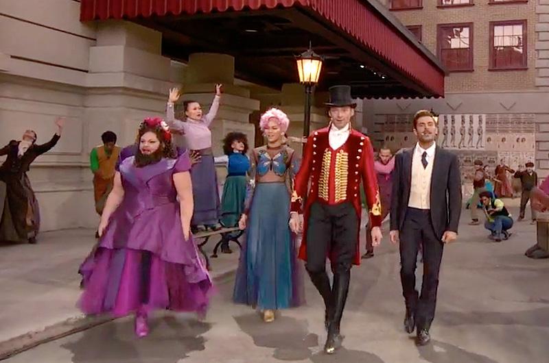 『グレイテスト・ショーマン』メインキャストと150人のダンサーが予告編を生放送でパフォーマンスした映像