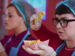 『スクービー・ドゥー』ダフネとヴェルマのティーン時代の活躍を描く『Daphne & Velma』予告編