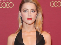 her-smell-amber-heard_00