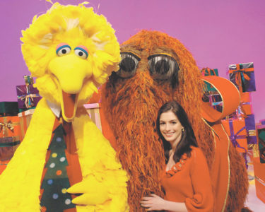 sesame-street-movie-anne-hathaway_00
