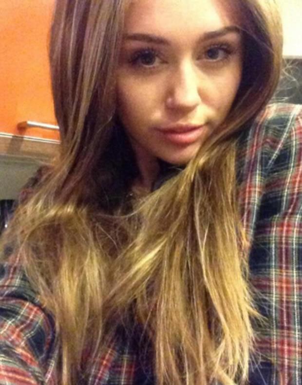 2013HalloweenCos_MileyCyrus01
