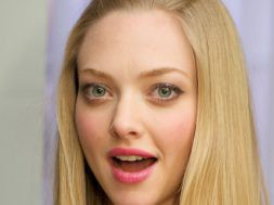 amanda-seyfried-hes-f-ing-perfect_00