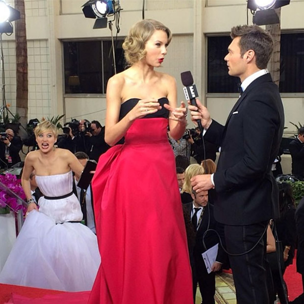 71th-gg-jennifer-lawrence-photobombs_01