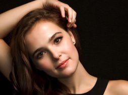 cover-girl-zoey-deutch_00