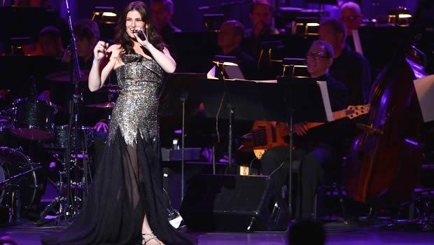 『アナと雪の女王』エルサ役イディナ・メンゼルがNYで単独コンサートを開催。「レット・イット・ゴー」熱唱!