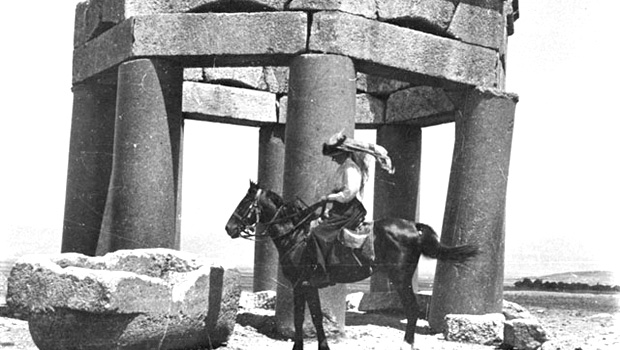 砂漠の女王ガートルード・ベルをニコール・キッドマン、アラビアのロレンスをロバート・パティンソンが演じる『Queen Of The Desert』が完成