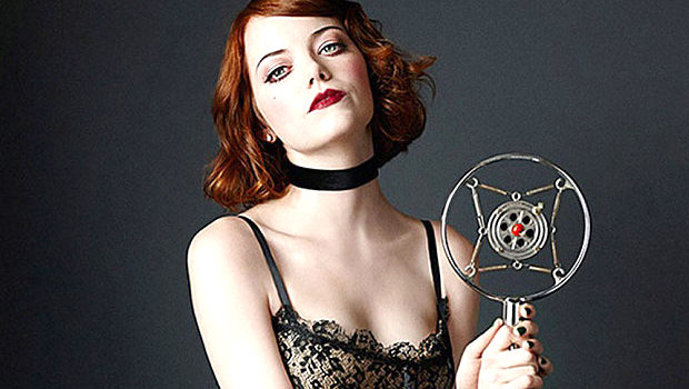 エマ・ストーン「キャバレー」でブロードウェイ・デビュー。クラブ歌手に扮したセクシーな写真が公開!