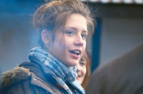 down-by-love-adele-exarchopoulos_00