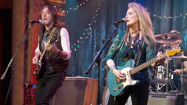 メリル・ストリープがロックギターリストを演じる『Ricki And The Flash』予告編