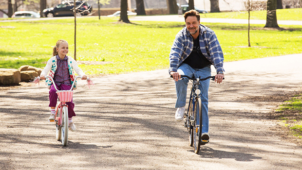 fathers-and-daughters-j-trailer_00