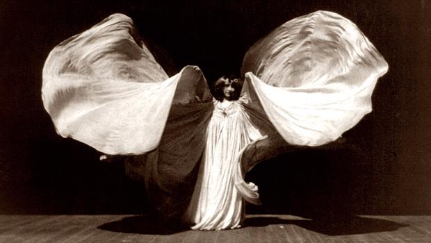モダン・ダンスの祖ロイ・フラーの伝記映画『La Danseuse』にジョニー・デップの娘が出演