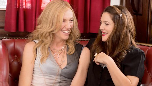 ドリュー・バリモアとトニー・コレットが幼馴染の親友を演じる『Miss You Already』新予告編