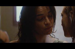 女性に改造された暗殺者をミシェル・ロドリゲスが演じる『The Assignment』予告編