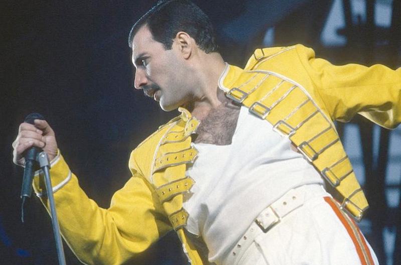 クイーン、フレディ・マーキュリー伝記映画『Bohemian Rhapsody』のフレディ姿が公開!