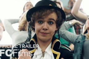 ドラッグクィーンの高校生がホームカミング・クィーンを目指す学園青春映画『Freak Show』予告編