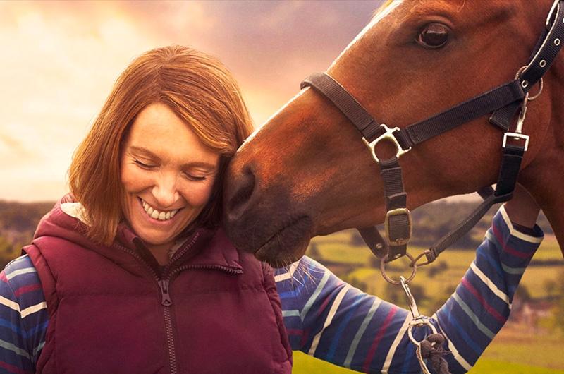 小さく貧しい町民たちが競走馬を育てる、実話にもとづいた『Dream Horse』予告編