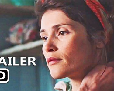 ジェマ・アータートン主演、孤独な女性作家と養子の男の子との交流を描く『Summerland』予告編