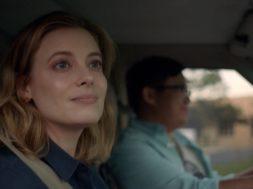ジリアン・ジェイコブス主演、負け犬女性の逃避行をコミカルに描く『I Used to Go Here』予告編